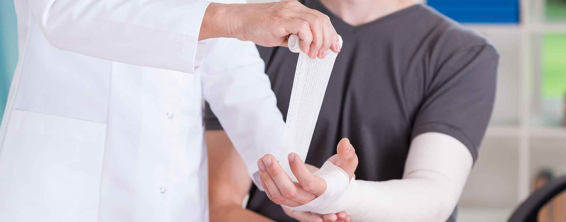 Orthopedist wrappin patient's arm